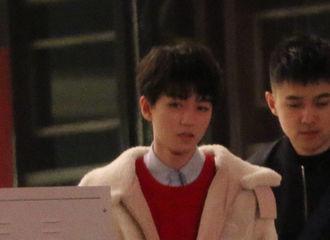 [分享]190221 王俊凯真是个可爱鬼,跑步习惯缩手手