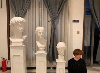 [分享]190223 这里哪个才是雕像呀?分不清了呢!