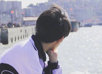 [新闻]190320 小福星王源终回头 脸庞清秀眼神叛逆