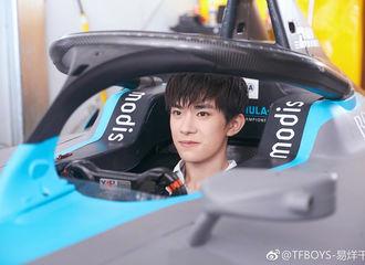 [新闻]190323 易烊千玺三亚体验赛车,易赛车手看上去很专业