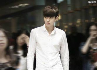 [分享]190324 一年一度男生PK白衬衫即将拉开帷幕    看吴亦凡示范如何正确穿着白衬衫