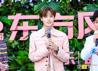 [新闻]190325 坤坤、小橘出席东方风云音乐盛典红毯 期待晚上两位少年的表演