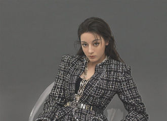 [分享]200403 迪丽热巴《YOHO!潮流志》内页回顾 潮酷女孩挑战百变风格