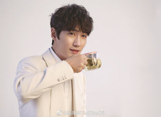 [分享]190517 今日份品牌爸爸发的福利 静静品尝喝茶花絮的龙哥