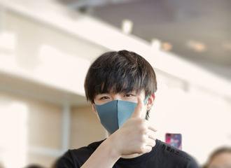 [新闻]190614 刘宇宁今日现身南京机场 口罩遮面低调出发