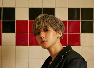 [星闻]EXO边伯贤凭借首张SOLO专辑《City Lights》登各大音乐排行榜周榜榜首