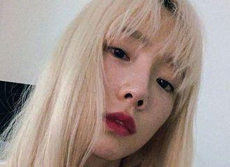 """[星闻]歌手金泰妍公开全新发型""""又更新美貌了"""""""