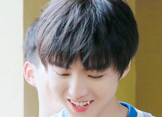 [分享]190716 虎牙少年王俊凯笑容合集 甜度满分的凯式小虎牙