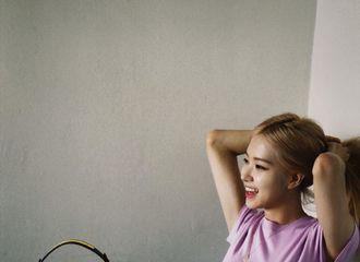 [BLACKPINK][新闻]190807 ROSE宝贝甜美少女态,粉紫短上衣下的完美腰线~