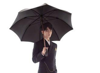 [TFBOYS][新闻]190810 TFBOYS整整齐齐西装革履,打伞等候你今晚的到来