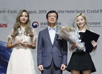 [星闻]TWICE获得韩流文化大奖