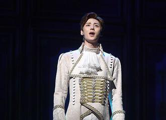 [新闻]190829 黄旼炫出席音乐剧《玛丽·安托瓦内特》 宣传演出活动