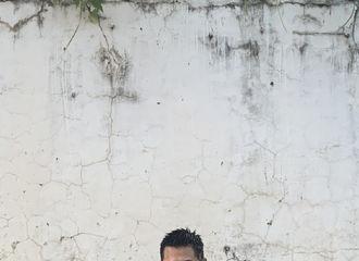 [杨洋][新闻]190903 杨洋最新曝光的泥土装造型 泥土的颜色也挡不住小岳的帅气