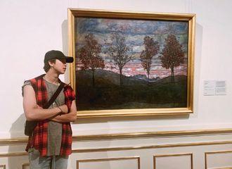 [防弹少年团][新闻]190904 昨天威尼斯今天维也纳,南俊徜徉艺术殿堂留恋忘返