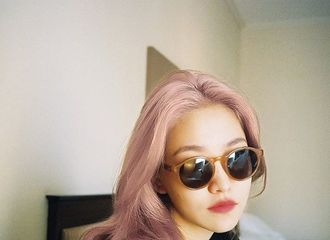 [Red Velvet][分享]190911 似乎闻到了回归的味道?YERI今日份自拍展露新发色!