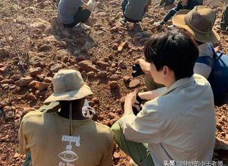 [新闻]190913 未经修饰的纳米比亚照 是做调研考察的地质学者朱一龙