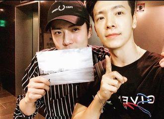 [Super Junior][分享]190914 东海晒与EXO世勋亲密的合影,传达中秋问候