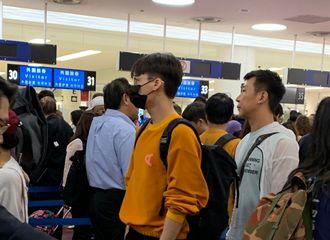 [新闻]190916 网友分享峰峰9日日本机场偶遇照 解锁一枚金丝边眼镜校草峰