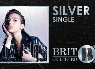 [分享]190921 DUALIPA&BLACKPINK《Kiss and Make Up》单曲在英国获得白银单曲认证!