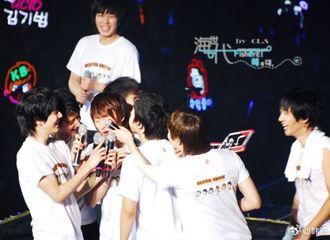 """[Super Junior][分享]191020 """"麦克风怼脸""""系列再次上演...一如既往的没什么用的Teamwork"""