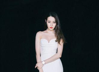 [迪丽热巴][分享]191024 品牌分享迪丽热巴活动造型 温润珍珠尽显颈项与锁骨的柔美线条