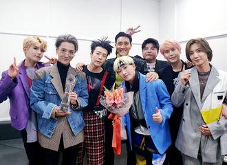 [Super Junior][分享]191026 音乐节目双冠王后台合影公开 SUJU一直走钻石路吧