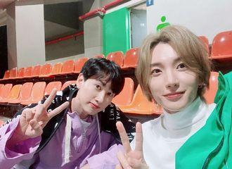 [Super Junior][分享]191030 漂漂亮亮的两位帅哥 利特-银赫一同看BTS演唱会