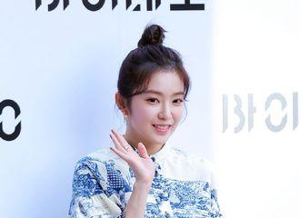 [Red Velvet][新闻]191101 IRENE今日亮相某品牌活动,丸子头造型可爱登场