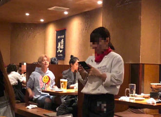 [新闻]191112 网曝日本偶遇鹿晗关晓彤同框 两人同桌用餐十分低调
