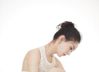 [赵丽颖][新闻]191116 赵丽颖芭莎晚会第二套look公开 白色露肩镂空礼服尽显清丽雅致