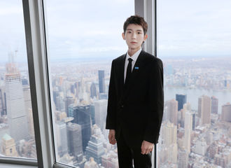[TFBOYS][新闻]191121 联合国儿童基金会大使王源,受邀参加帝国大厦点亮仪式