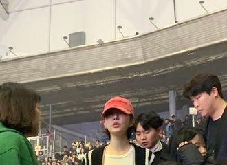 [IU][分享]191124 我们U人缘真是好到爆炸了 两天首尔是出动了多少艺人