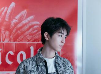 [TFBOYS][新闻]191204 王俊凯开启全新时装秀,探索别样的时尚世界