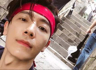 [Super Junior][新闻]191207 东海分享多张帅气日常照片,并询问粉丝觉得照片如何