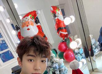 [TFBOYS][新闻]191225 王俊凯微博在线送圣诞福利 分享帅气自拍怼粉丝