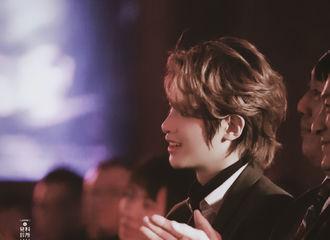 [新闻]200118 新人演员黄明昊上线 黑西装出席《七圣》启动发布会