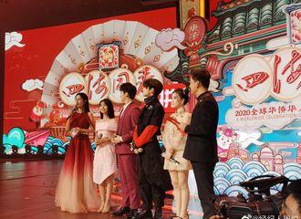 [新闻]200118 小鬼湖南卫视华人春晚录制照片曝光 直挺挺的腰板像一颗挺拔的小白杨