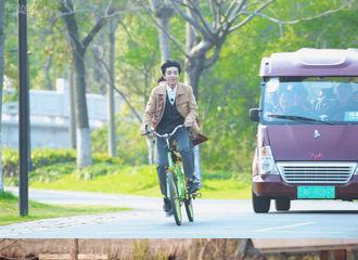 [新闻]200127 自在如风的骑行少年王俊凯 铃声清脆一如心动
