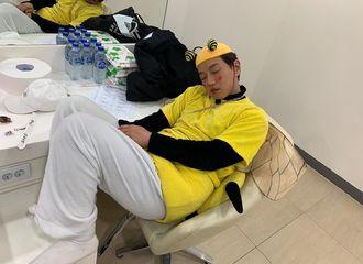 """[分享]200213 一只累坏了的""""大黄蜂"""",趁他睡着烈火们快偷偷拐回家吧"""
