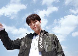 [新闻]200219 阳光少年陈立农在线营业 迷彩防风外套内搭白色卫衣少年感满分