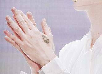 [分享]200219 手控速来报道 品一品范丞丞肤如凝脂的一双美手