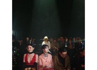 富二代app[新闻]200220 IU与泰国演员Mai同排看秀,还与Gucci高管进行友好问候