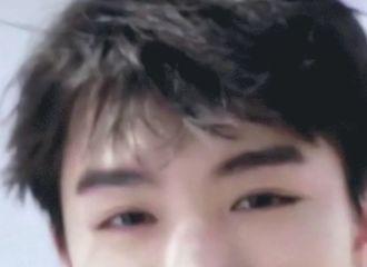 [分享]200405 王俊凯超近距离美颜暴击,送上可爱的虎牙少年