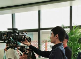 [新闻]200522 杨洋接受采访谈首演医生的感受 为了进入角色提前到医院学习