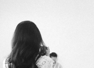 [新闻]200530 A气十足的摄影博主上线 赵丽颖的完美背影&绝美侧颜完成双鲨