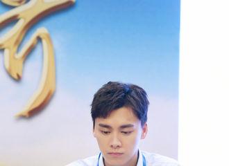 富二代app[新闻]200530 壹峰信分享李易峰今日上班照 和峰峰一起守护未成年人成长
