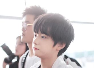 [分享]200701 那年今日刘耀文机场秀 漂亮小孩在线融化姆妈的心