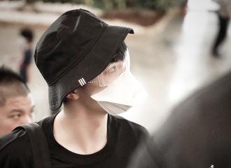 [新闻]200701 那个man帅有型的男人回来了!陈立农离台前往上海,戴可达鸭口罩被称可可爱爱
