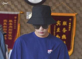 [新闻]200726 渔夫帽小橘周末也要早起开工 工作室分享侧影照睫毛长度惊人
