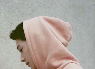[新闻]200730 赖冠霖甜蜜演绎品牌七夕限定系列卫衣 少年特有的阳光魅力闪烁不断